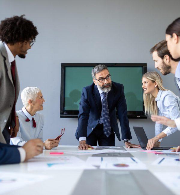 Οι επιταχυνόμενες αλλαγές την τεχνική νοημοσύνη αναμένεται να διαταράξουν ολοένα και περισσότερο παραδοσιακούς τομείς της απασχόλησης. Οι εργαζόμενοι καλούνται να ενσωματώσουν τα νέα δεδομένα και να εφεύρουν διαφορετικούς τρόπους δημιουργίας αξίας στις επιχειρήσεις. Πλέον, η επιτυχία μιας επιχείρησης προϋποθέτει την ύπαρξη στελεχών που έχουν αναπτύξει τις κατάλληλες ικανότητες και συμπεριφορές για τη διαχείριση του διανοητικού, συναισθηματικού και κοινωνικού κεφαλαίου των εργαζομένων.