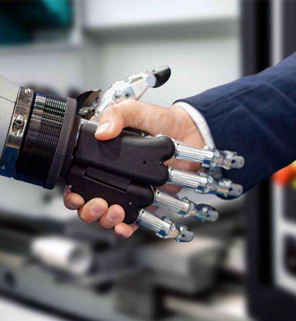 Η πρόοδος της τεχνολογίας δεν αποτελεί τον οδηγό της 4ης Βιομηχανικής Επανάστασης και των επερχόμενων αλλαγών αλλαγής αλλά το αποτέλεσμα δημιουργικών ανθρώπων. Για να αποκτήσει μια επιχείρηση τη μέγιστη ωφέλεια από αυτές τις τεχνολογίες χρειάζεται να διαθέτει ένα δημιουργικό εργατικό δυναμικό. Οι ηγέτες/μάνατζερ/εργαζόμενοι που μπορούν να αναπτύξουν καινοτόμες ιδέες και δημιουργικές λύσεις σε διαφορετικά προβλήματα και μπορούν να δημιουργήσουν το κατάλληλο περιβάλλον για την καλλιέργεια της δημιουργικότητας αναμένεται να είναι περιζήτητοι στο κοντινό μέλλον.